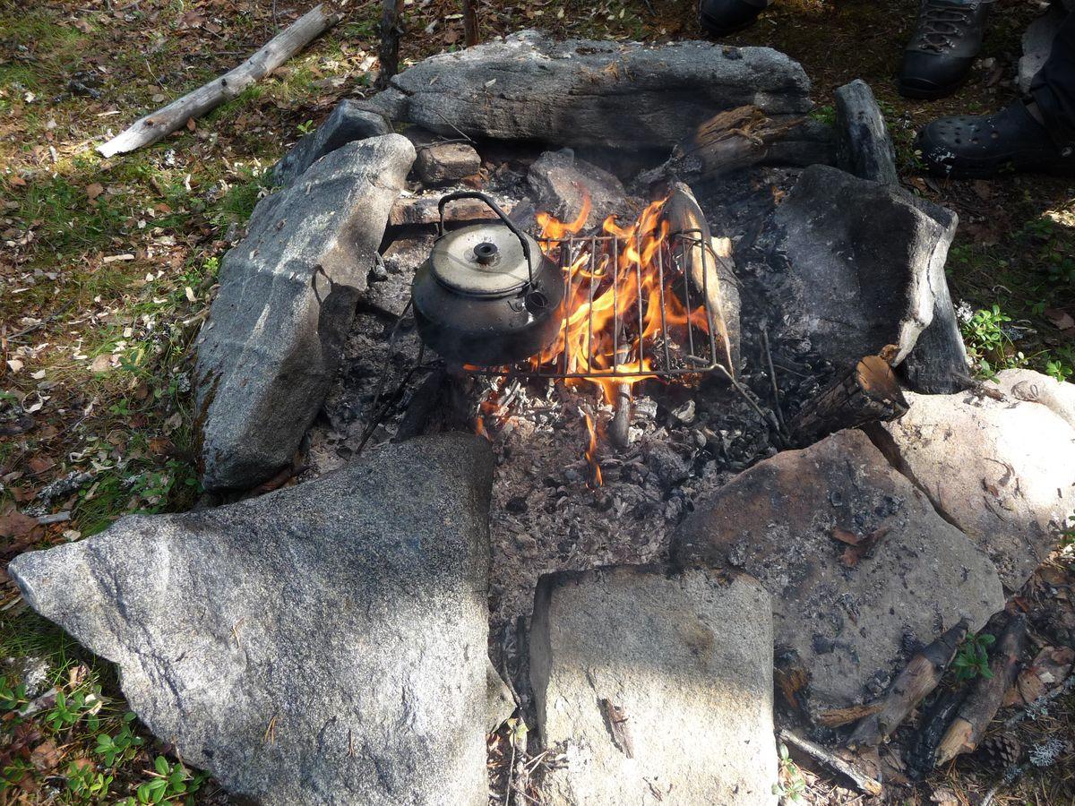 outdoor basiswissen lagerfeuer birkenrinde kanutouren angeln outdoor. Black Bedroom Furniture Sets. Home Design Ideas